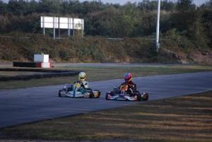 Mathias gaat J. Knevels (Cornelis Racing) voorbij